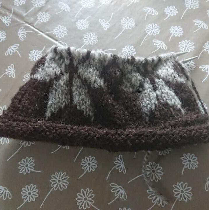 Gift Set- Star hat with Black 50g Skein (hand spun wool)